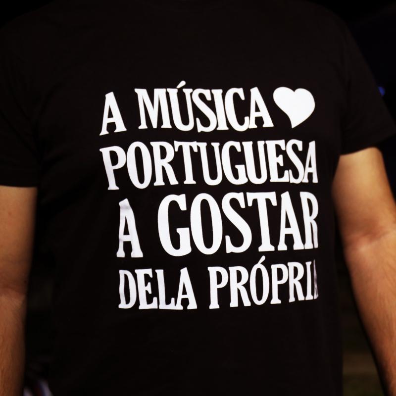 Momento Musical: Música Portuguesa a Gostar Dela Própria